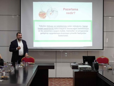 """Elazığ TSO Akademi'de """"Pazarlamada Yeni Trendler"""" a"""